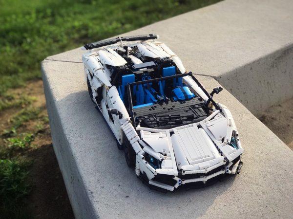 ZHEGAO QL0430 Lamborghini Aventador SVJ Roadster 1:8 2