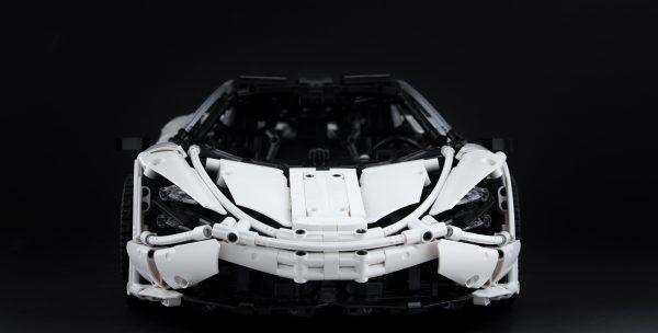 ZHEGAO QL0423 McLaren 720S 1:8 9