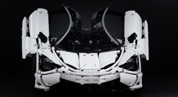 ZHEGAO QL0423 McLaren 720S 1:8 10
